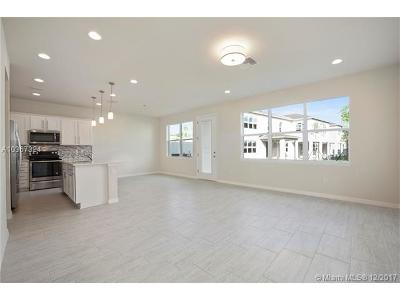 Hollywood Condo For Sale: 925 Banyan Dr #925
