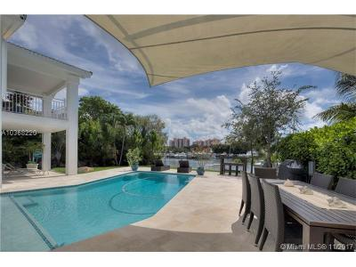 Coral Gables Single Family Home For Sale: 14705 Sailfish Dr