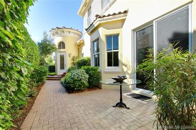 Three Islands 3rd Sec, Three Islands 3rd Section, Three Islands 3rd, Harbor Island, Harbor Islands Condo For Sale: 833 Spinnaker Dr E #833
