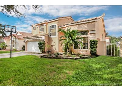 Cooper City Single Family Home For Sale: 2638 Bogota Ave