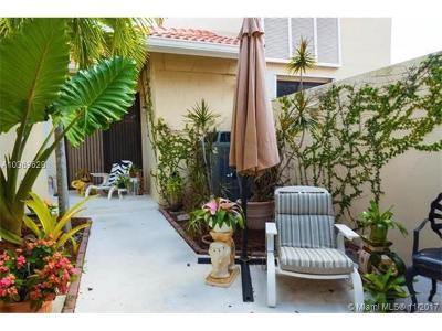 Palm Beach Gardens Condo For Sale: 257 Old Meadow Way