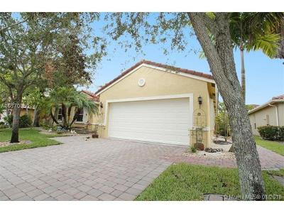 Pembroke Pines Single Family Home For Sale: 1571 SW 189th Ter