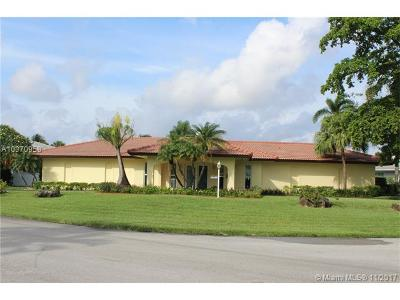 Hialeah Single Family Home For Sale: 6800 Winged Foot Dr