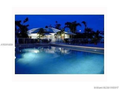 Hialeah Condo For Sale: 17325 NW 67th Ct #M-16