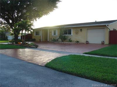 Pembroke Pines Single Family Home For Sale: 1700 NW 111th Ave