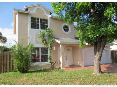 Doral Single Family Home For Sale: 10041 NW 51st Ln