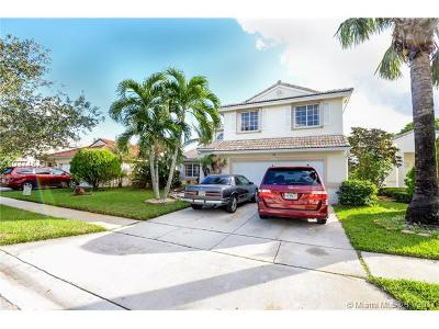 Pembroke Pines Single Family Home For Sale: 16282 SW 4th St
