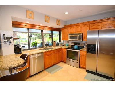 Plantation Single Family Home For Sale: 10469 NW 4th St