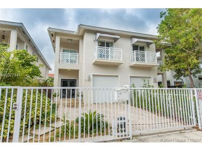 Coconut Grove Condo For Sale: 3058 New York St #3058