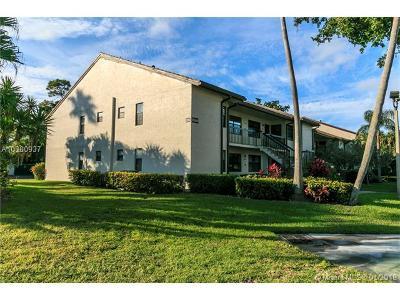 Palm Beach County Condo For Sale: 7689 Tahiti Ln #201