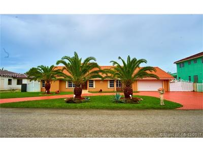 Hialeah Single Family Home For Sale: 7430 N Augusta Dr