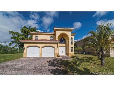 Miami Single Family Home For Sale: 855 NE 208th Ter