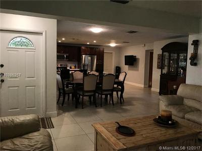 Pembroke Pines Single Family Home For Sale: 7771 NW 13th St