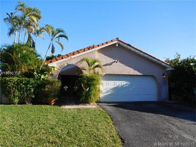 Hialeah Single Family Home For Sale: 17321 NW 62nd Ct
