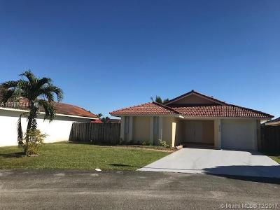 Hialeah Single Family Home For Sale: 8449 NW 189 Street Rd