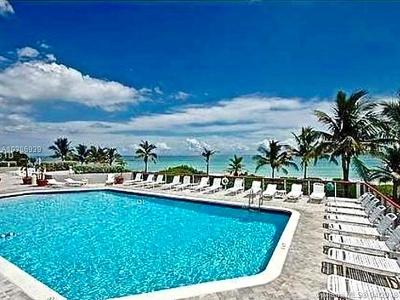Miami-Dade County Condo For Sale: 6767 Collins Ave #1104