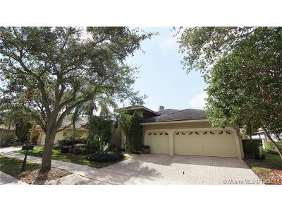 Weston Single Family Home For Sale: 2774 Oakbrook Dr