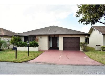 Deerfield Beach Single Family Home For Sale: 1523 SW 22nd Way
