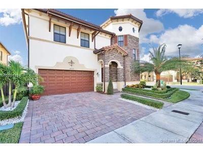 Doral Single Family Home For Sale: 8920 NW 98 Ct
