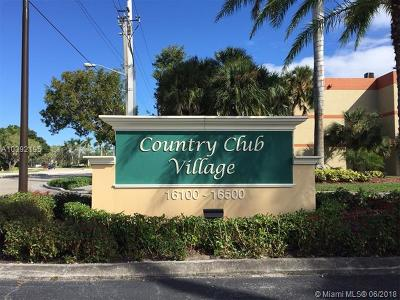 Weston Condo For Sale: 16401 Golf Club Rd #109