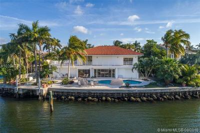 Golden Beach Single Family Home For Sale: 447 Center Island