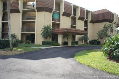 Palm Beach Gardens Condo For Sale: 5390 N Woodland Lakes Drive #303