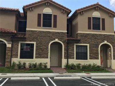 Hialeah Gardens Condo For Sale: 9356 W 32nd Ln #9356