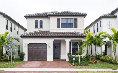 Hialeah Single Family Home For Sale: 3384 W 98 Place