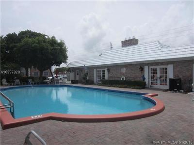 Pompano Beach Condo For Sale: 412 S Cypress Rd #208