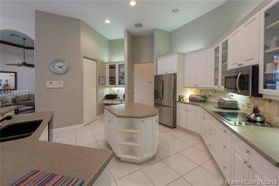 Davie Single Family Home For Sale: 10180 S Lake Vista Cir