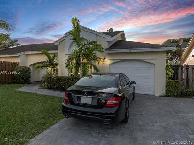 Doral Single Family Home For Sale: 9800 NW 51st Lane
