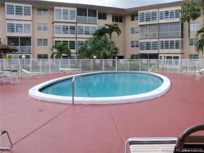 Lauderdale Lakes Condo For Sale: 2900 NW 47 Terrace #409-A