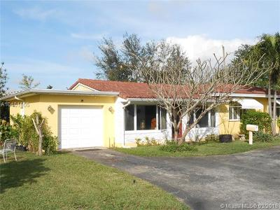 Biscayne Park Single Family Home For Sale: 885 NE 113th St