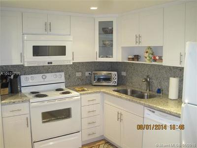 Miami Beach Condo For Sale: 5005 Collins Ave #910