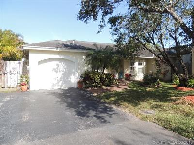 Doral Single Family Home For Sale: 5651 NW 100th Ct