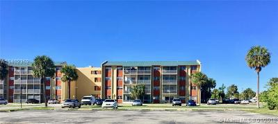 Lauderdale Lakes Condo For Sale: 3600 NW 21st St #309