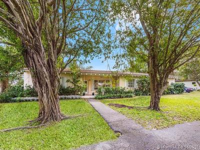 Biscayne Park Single Family Home For Sale: 860 NE 115th St