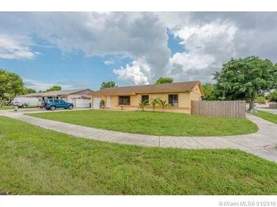 Hialeah Single Family Home For Sale: 5930 NW 200th St