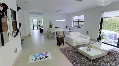 Doral Single Family Home For Sale: 9910 NW 88th Terr