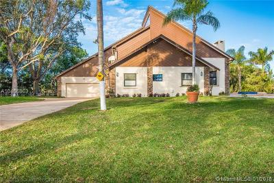 Southwest Ranches Single Family Home For Sale: 6540 Melaleuca Rd