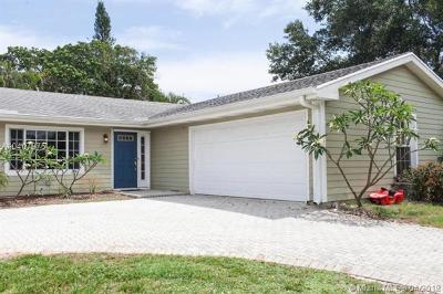 Jupiter Single Family Home For Sale: 19752 Riverside Dr