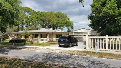 Miami Gardens Single Family Home For Sale: 3901 NW 161st St