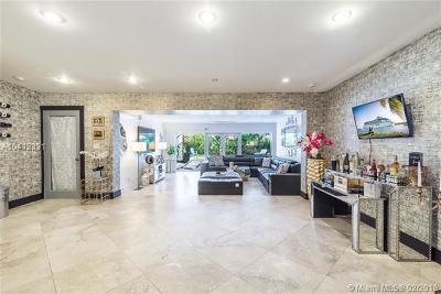 North Miami Single Family Home For Sale: 805 NE 123rd St