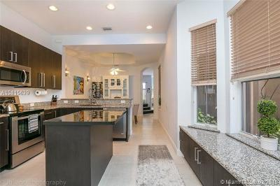 Hollywood Condo For Sale: 884 W Spinnaker Dr W