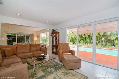 Hollywood Single Family Home For Sale: 523 S 58th Ct