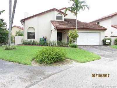 Hialeah Single Family Home For Sale: 6122 NW 175th Ter