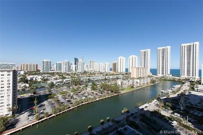 Sunny Isles Beach Condo For Sale: 500 Bayview Dr #1723