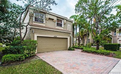 Miramar Single Family Home For Sale: 15884 SW 50th St