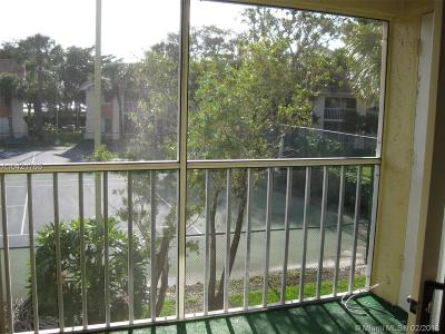West Palm Beach Condo For Sale: 1015 The Pointe Dr #1015