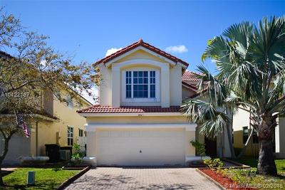 Dania Beach Single Family Home For Sale: 845 Natures Cove Rd